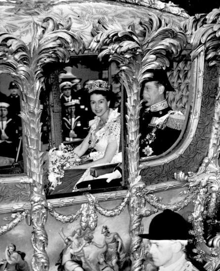 1953: Công chúa Elizabeth trên đường tới lễ lên ngôi ở Tu viện Westminster