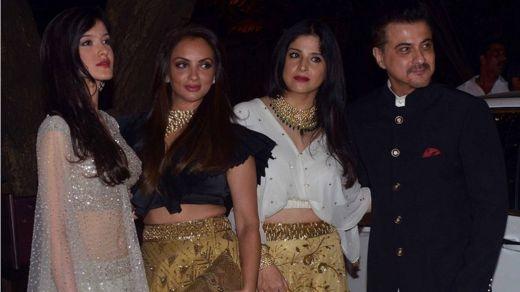 Kanin mahaifin amarya Sanjay Kapoor da 'yar sa Shanaya da kuma wasu mahalarta bikin Sonam Kapoor