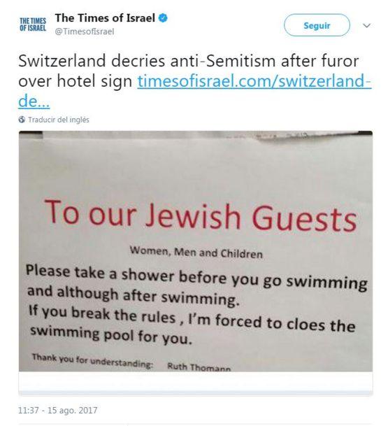 la foto del aviso de las duchas.