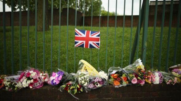 Flores próximas ao local onde o soldado Lee Rigby foi assassinado em 2013