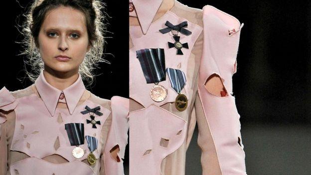 """""""Русские [в советское время] носили столько медалей, что на пиджаке не хватало места"""", - шутит Гося Бачыньска"""