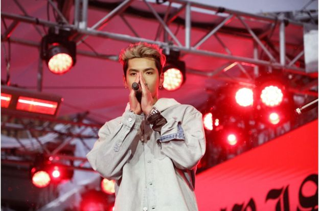 吴亦凡在超级碗前一天官方活动登台表演,受到网民的关注甚至超过比赛