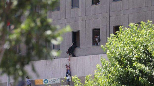 تصویری از بیرون ساختمان دفاتر نمایندگان مجلس