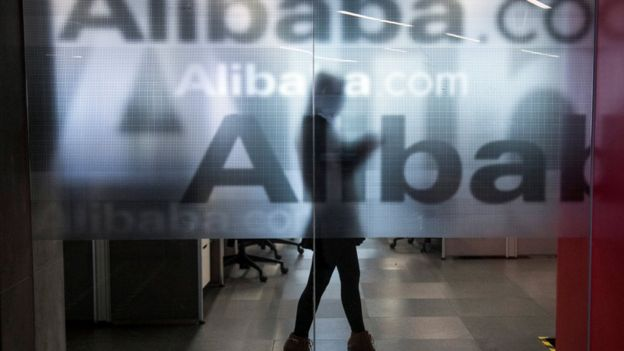 Vidrio que dice Alibaba