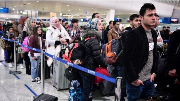 Refugiados sírios no aeroporto de Atenas, Grécia
