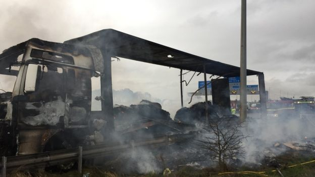 Lorry fire closes M6 motorway in Cheshire BBC News