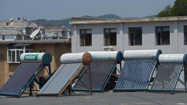 Paneles solares chinos en la frontera con Corea del Norte.