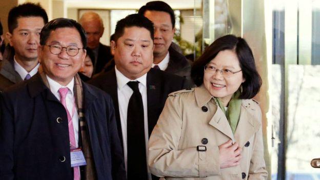 蔡英文与随行团队抵达休斯敦下榻饭店。