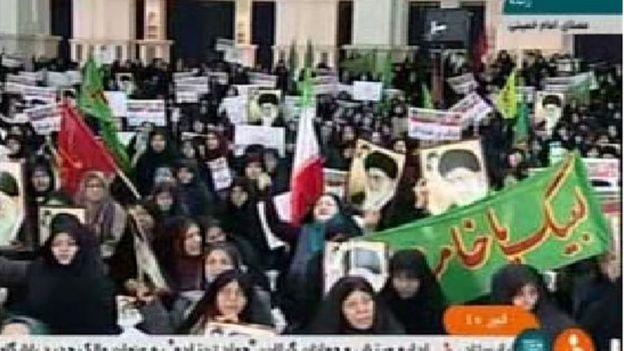 Devlet televizyonlarında hükümet yanlısı gösteriler yayınlandı
