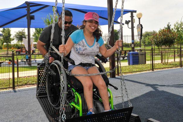 Balanço com cadeira de rodas
