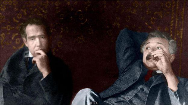 Fizik Niels Bohr ilə