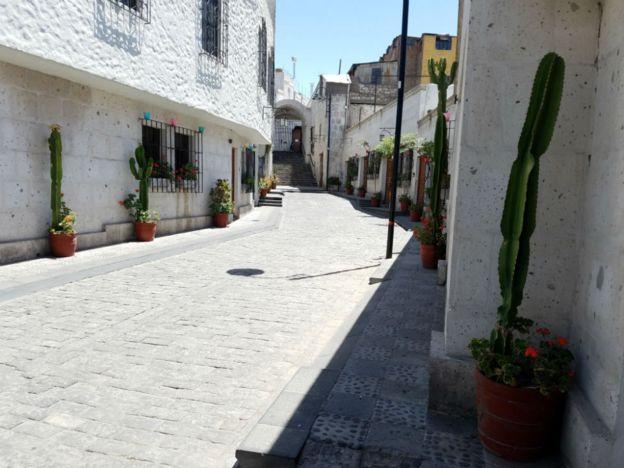 Calle de Arequipa, Perú. (Foto: Analía Llorente)