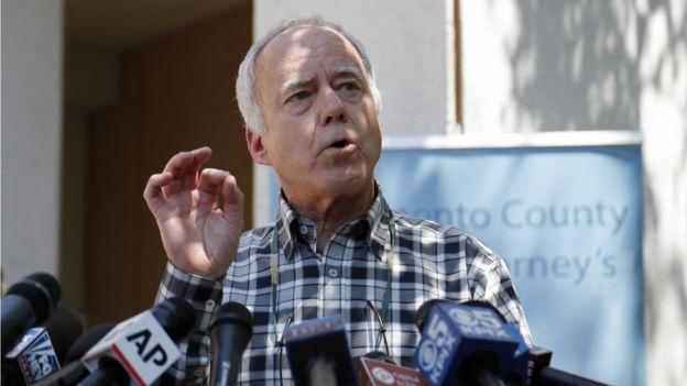 """Bruce Harrington, hermano de una de las víctimas del """"asesino del Golden State"""" en rueda de prensa"""