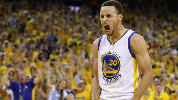 Stephen Curry festejando.