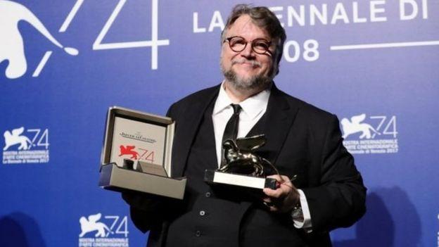 گیلرمو دل تورو کارگردان مکزیکی که از متفاوتترین و خاصترین فیلمسازان معاصر شناخته می شود برنده شیر طلایی امسال شد