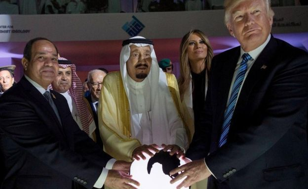 US President Donald J. Trump (R), US First Lady Melania Trump (R-2), King Salman bin Abdulaziz al-Saud of Saudi Arabia (C) and Egyptian President Abdel Fattah al-Sisi (L) opening the World Center for Countering Extremist Thought in Riyadh, Saudi Arabia