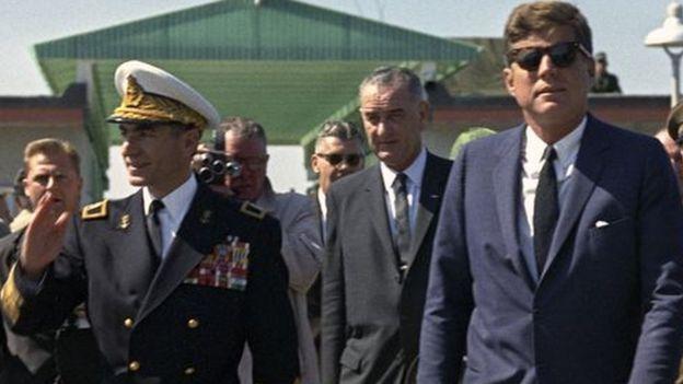 محمدرضاه شاه پهلوی پس از یک سال تلاش در آوریل سال ۱۹۶۲ میلادی برای دیدار با کندی به آمریکا سفر کرد