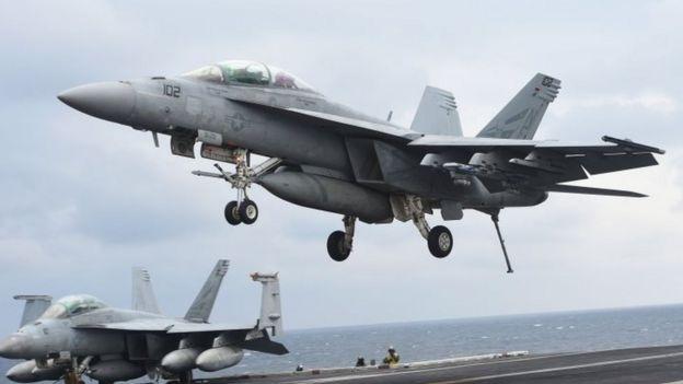 Meli ya Carl Vinson hubeba ndege aina ya F/A-18F Super Hornets