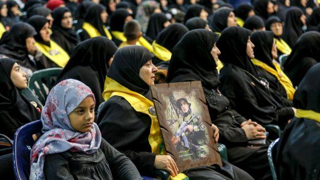 Ливанские женщины, поддерживающие