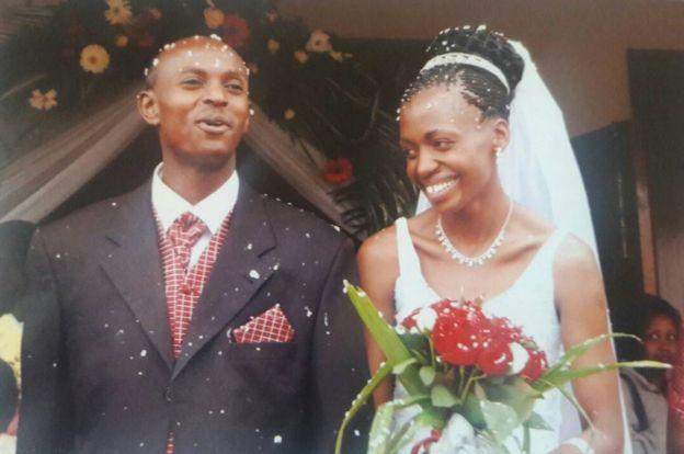 هری اولونده و تری در مراسم عروسیشان در ژوئیه ۲۰۰۵