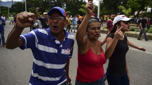 Muhalefet ise Maduro karşıtı gösterilerine ülkenin üçüncü büyük kenti Valencia'da devam etti.