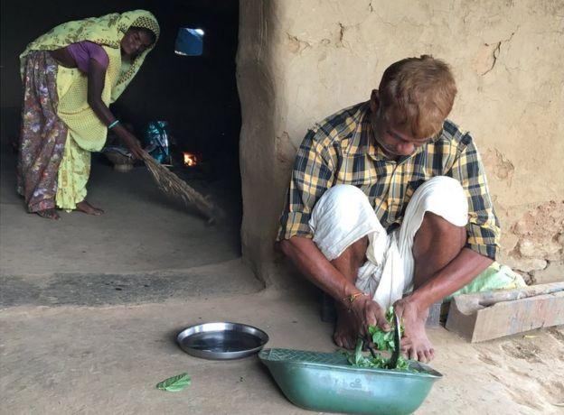 Manshu Damor chopping vegetables