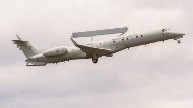 O avião-radar E-99
