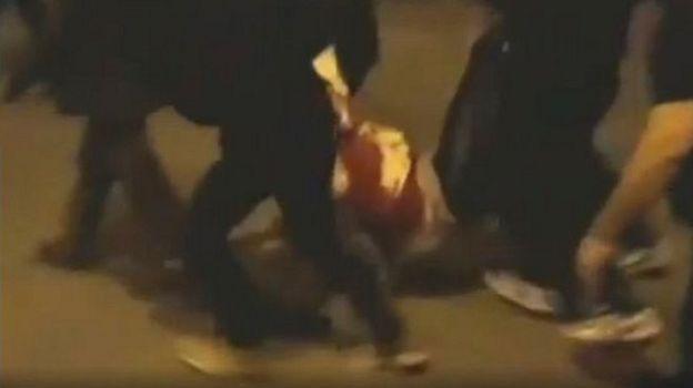 تصاویر ویدیویی از انتقال افرادی که در دورود مورد اصابت گلوله قرار گرفته بودند