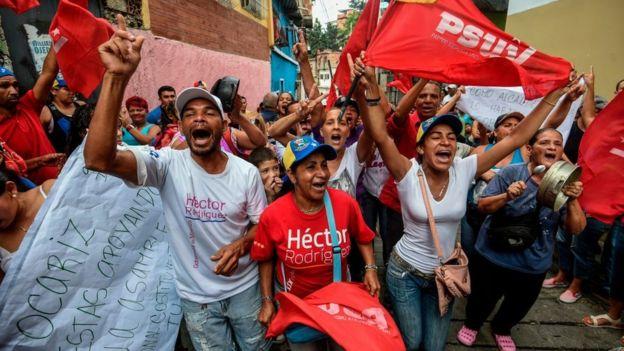 Seguidores del chavismo salieron a las calles para mostrar su apoyo al gobierno.