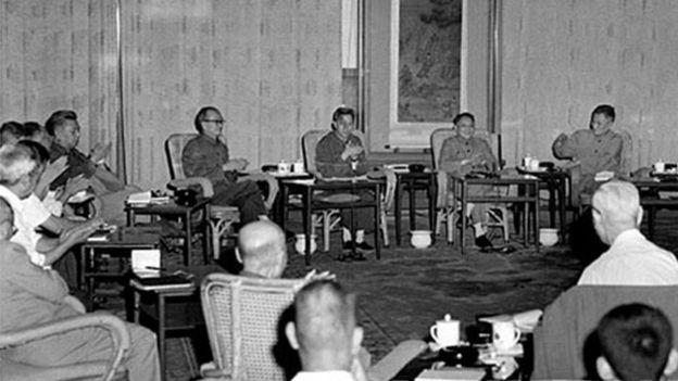 1977年8月4日,鄧小平主持科學和教育工作座談會,決定在當年恢復高考。