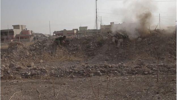 Soldado curdo é atingido