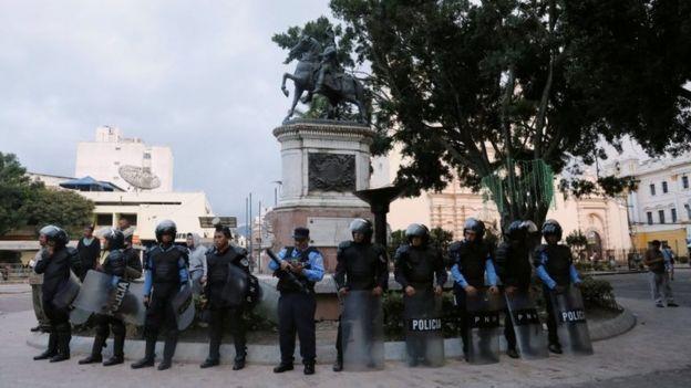 Policía en Honduras..