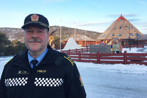 Agente de polic�a Aslak Finvik