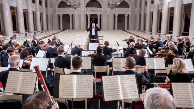 Максим Шостакович и Санкт-Петербургский академический симфонический оркестр филармонии. Большой зал, Санкт-Петербург