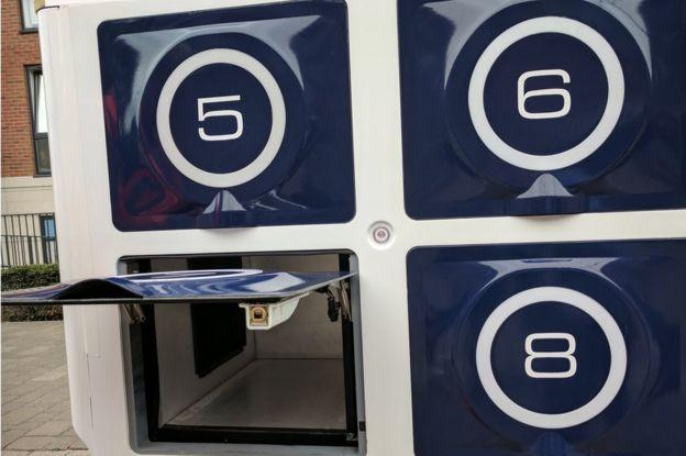 driverless delivery truck's doors