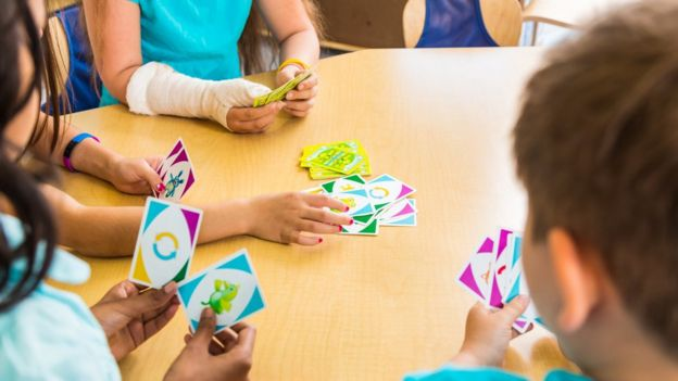 Alguns jogos de cartas estimulam memória, cooperação e autocontrole
