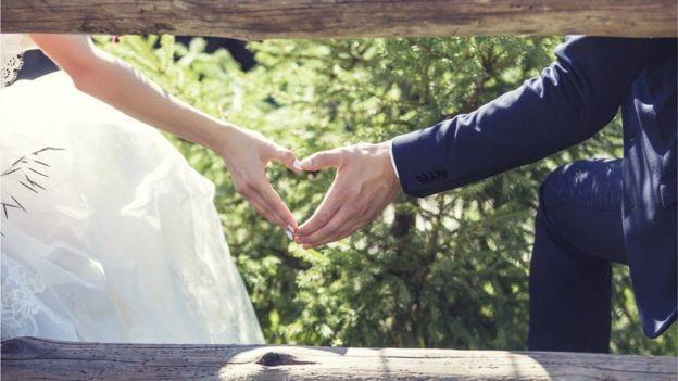 باحثون: الزواج مفيد للصحة