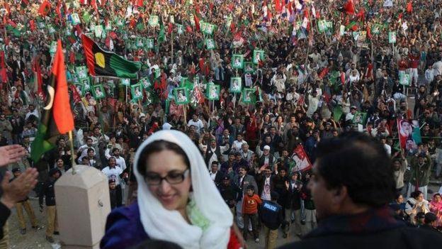 Benazir Bhutto fue dos veces primera ministra de Pakistán, la primera mujer en gobernar un país musulmán.
