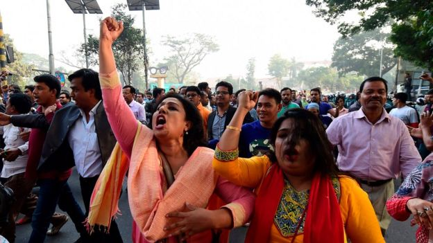 Supporters of Khaleda Zia protesting on the streets