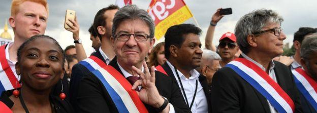 Radikal solun lideri Jean-Luc Melenchon (soldan ikinci) Macron'un reformlarına karşı çıkacağını açıkladı