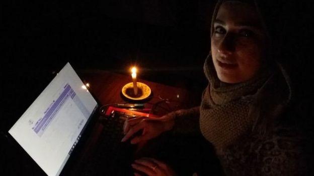 مريم طالبة كانت تدرس على ضوء الشموع في حلب