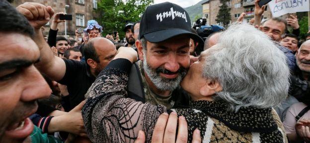 Nikol Pashinyan en un acto público
