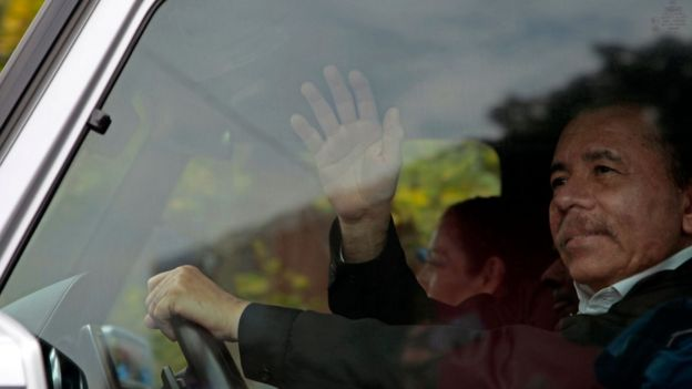 Daniel Ortega llegando al diálogo con opositores