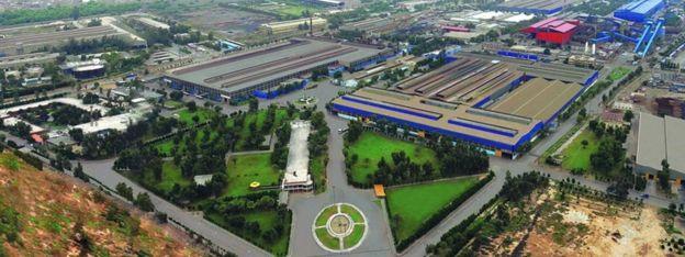 اولین کارخانه نورد فولاد ایران سال ۱۳۴۲ در اهواز تأسیس شد و بعد از انقلاب نام آن به گروه ملی صنعتی فولاد ایران تغییر کرد