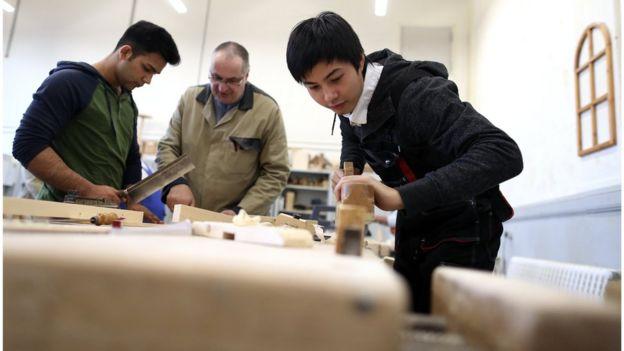 Người Việt học việc tại một trung tâm việc làm ở Magdeburg, Đức.