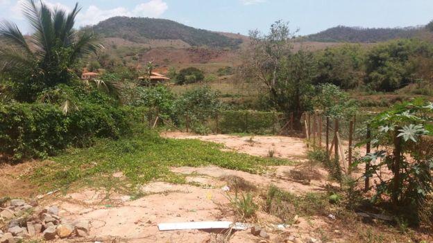 O quintal de Odete, dois anos após o desastre