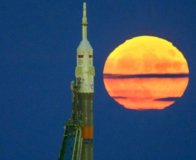 Supermoon and Soyuz rocket at Baikonur, 2016 (c) SPL