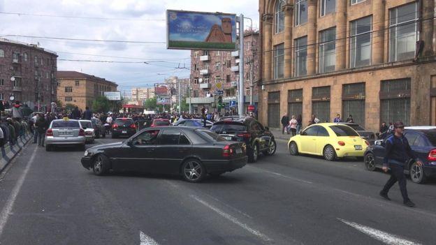 Yerevan, etirazlar, yollar, küçələr bağlanıb