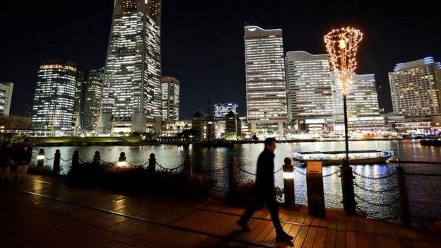 اليابان تشجع الموظفين على مغادرة العمل مبكرا