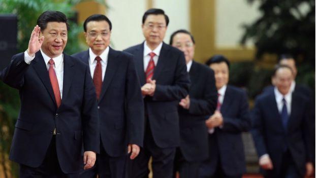 2012年11月15日,習近平與其他幾名中共政治局常委正式亮相